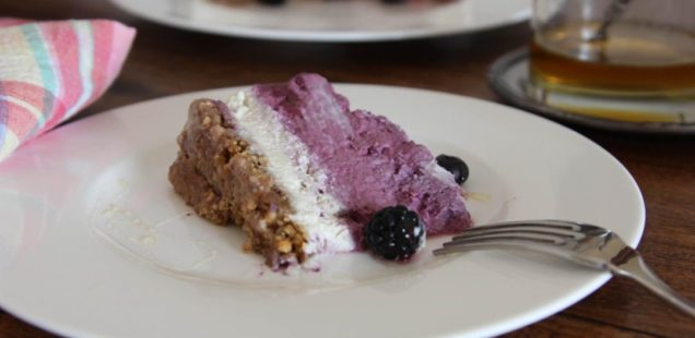 Receita: cheesecake de mirtilo e caju
